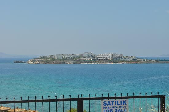 Xanadu Island Hotel: uitzicht op het hotel vanaf Akyarlar