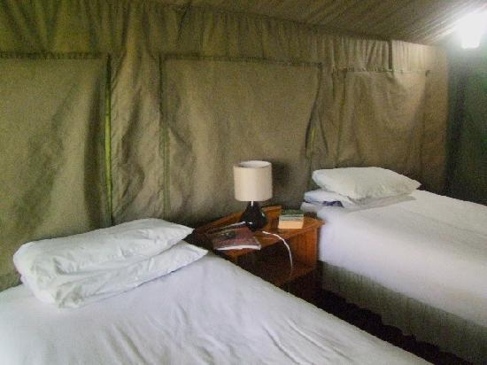 Kwa Nokeng Lodge: Another view of the beds.