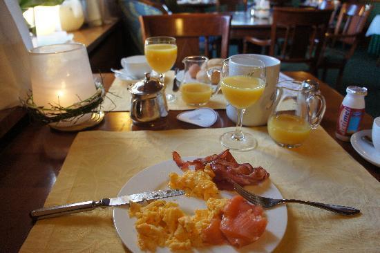 Hotel Haus Elmer: The breakfast was quite good