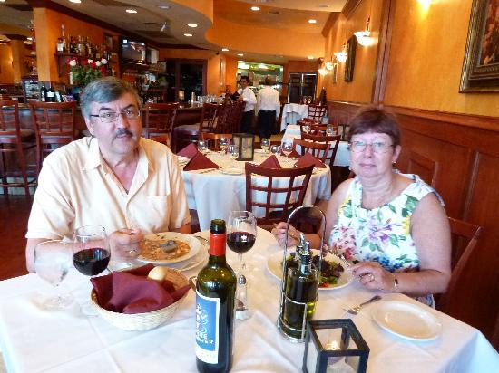 Ristorante D'angeli: Enjoying food and good wine.