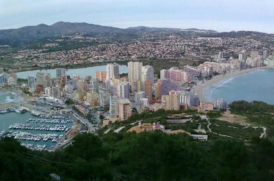 Ambar Beach Apartamentos - Unitursa: Вид на Кальпе с горы Ифач