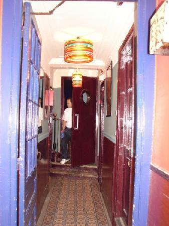 Hotel Eldorado: Este tapete nos corredores nunca viu água !