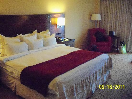 Delta Hotels by Marriott Chesapeake: The huge King bed