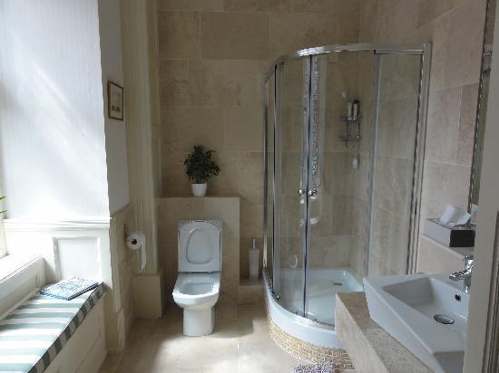Allhallows B&B @ West House: bathroom