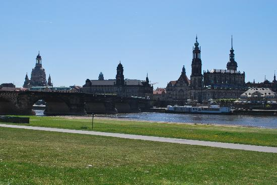 Dresden, Germany: Blick vom Elbufer auf die Altstadt