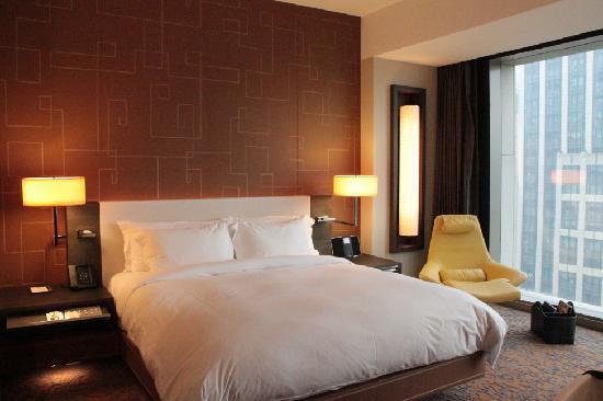 เดอะ แลงแฮม ซินเทียนตี้ โฮเต็ล: bed