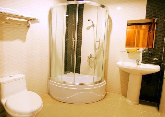 Hoang Hai (Golden Sea) Hotel: STANDARD bathroom