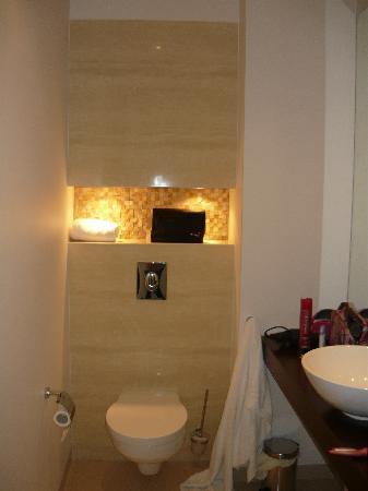 Platinum Residence: toilet