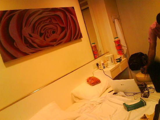Venue Hotel The Lily: our bed had a painting of rose