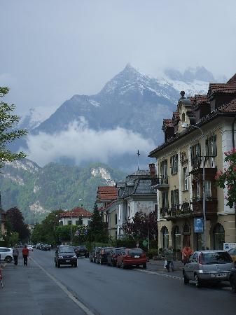Hotel Restaurant Rössli: View of Alps just outside hotel