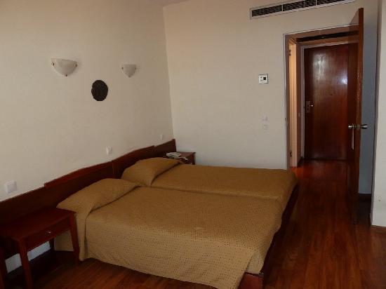 Arethusa Hotel: Chambre côté entrée