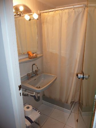 أريثوثا هوتل: Salle de bain