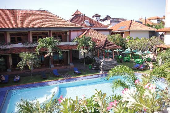 Masa Inn im hinteren Bereich mit Pool.