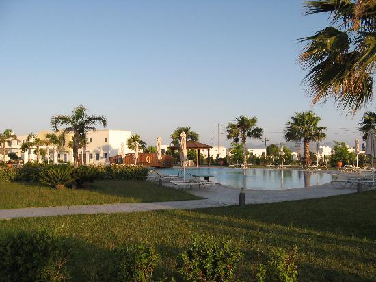 Lakitira Suites : piscina