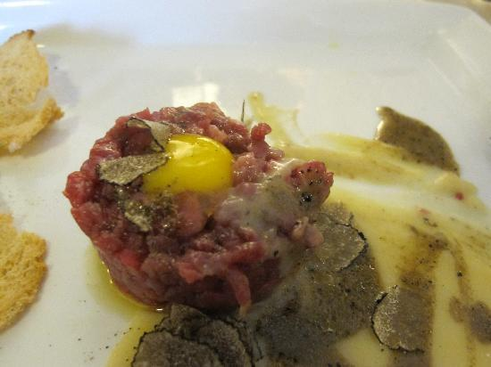 Tempio del Gusto : tartare di chianina con fonduta di parmigiano ecc.