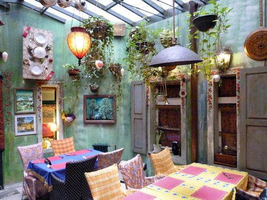 Gitanes: interesting decor