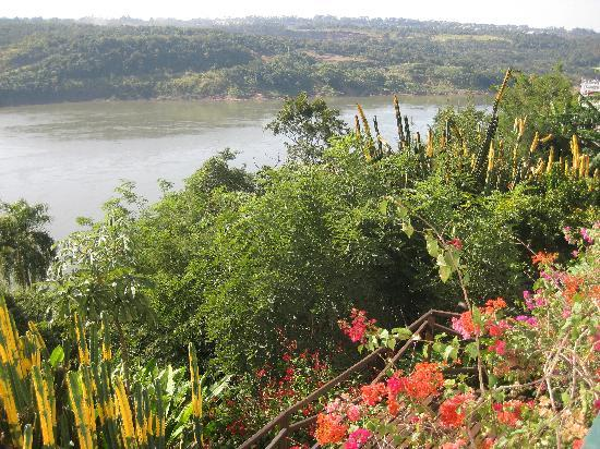 Casa Blanca Hotel: Flowers and the River Parana