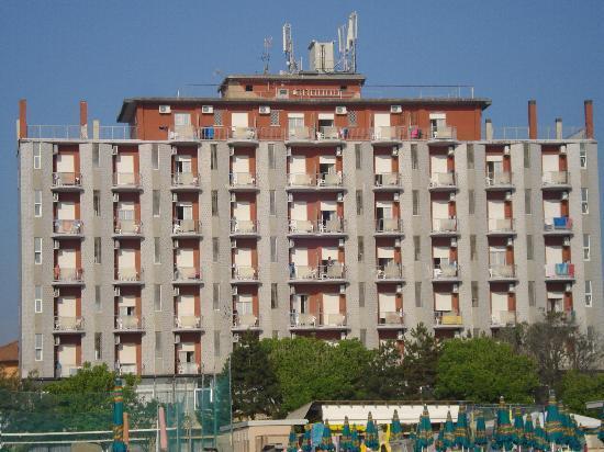 Lido di Classe, Włochy: Hotel Strandseite