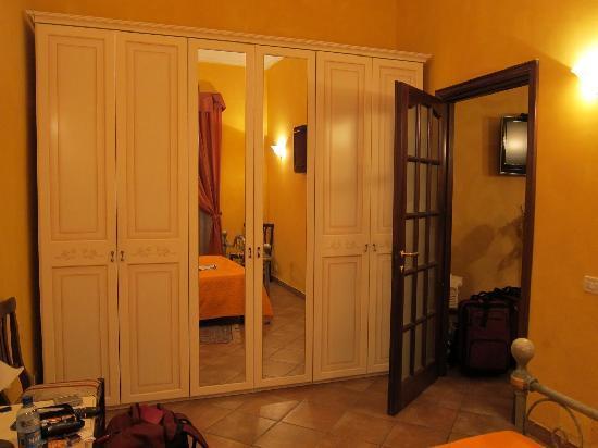 Trasteveresuite B&B : Separate bedroom from main area.