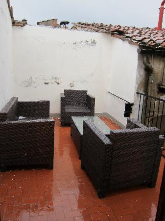 Tourist House Vittorio Ricci: Patio with view of Duomo.