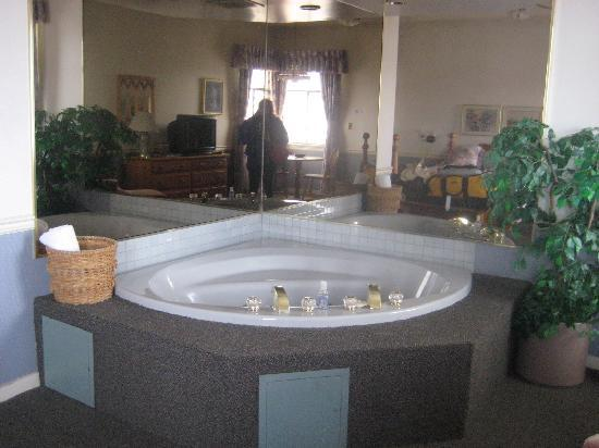 Steveston Hotel : jacuzzi tub