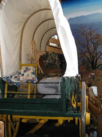 Douglas County Museum of History & Natural History: Roseburg museum - covered wagon