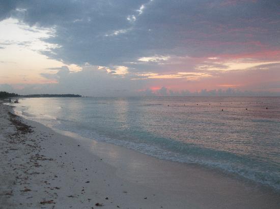 Grand Palladium Kantenah Resort and Spa: sunrise