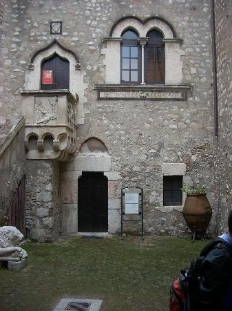 Palazzo Corvaja: The courtyard with its single stairway leading the first floor.
