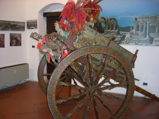 Palazzo Corvaja: The hand-painted cart inside the tourist bureau is really quite beautiful.