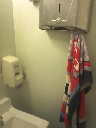 Orbit Hotel and Hostel: hallway bathroom: soap is empty, no paper towels