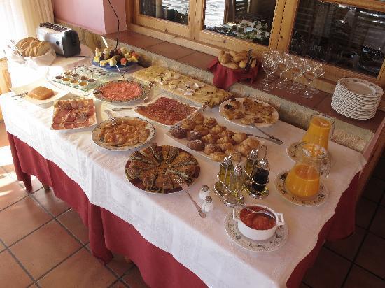 La Morena: El bufet del desayuno