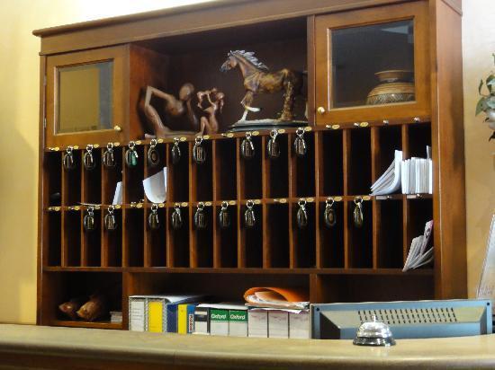 Hotel Traiano: Front Desk