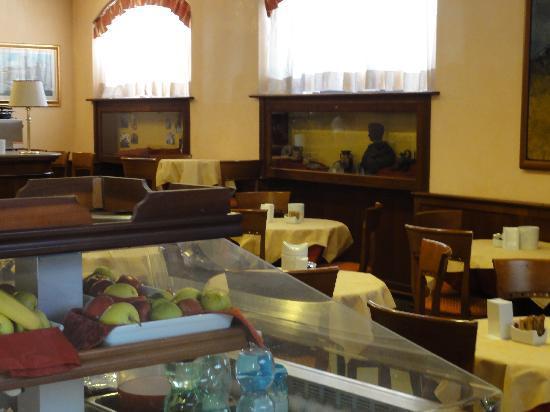 Hotel Traiano: Breakfast Dining Room