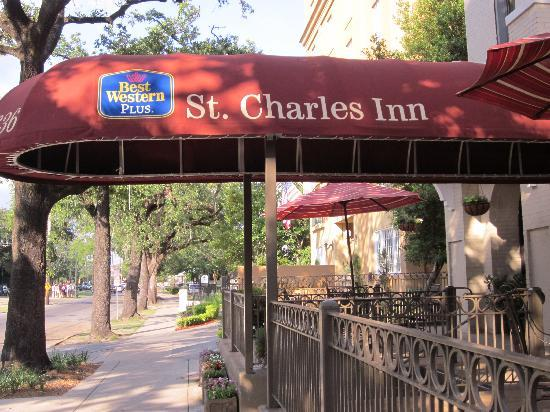 Best Western Plus St. Charles Inn: Street entrance to hotel