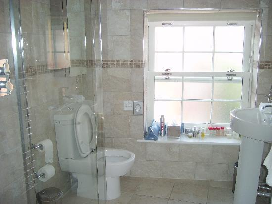 Harbourside Apartments: BATHROOM