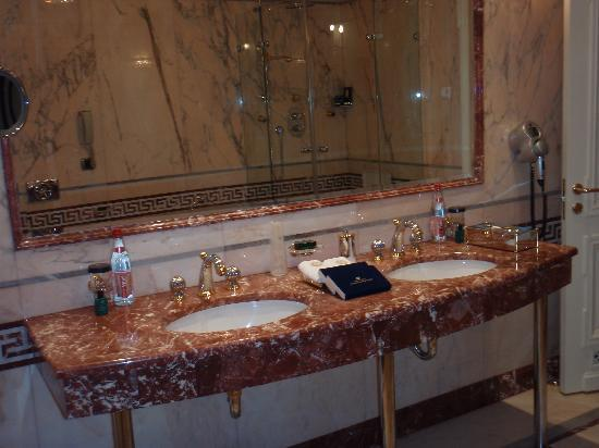 Taleon Imperial Hotel: Double Sink
