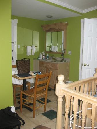 Albert Stevens Inn: entrance of the room