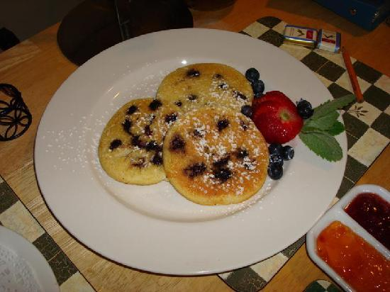 627 on King Bed and Breakfast: delicious blueberry pancakes