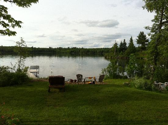 LoonSong Bed &Breakfast: view of lake in the rear