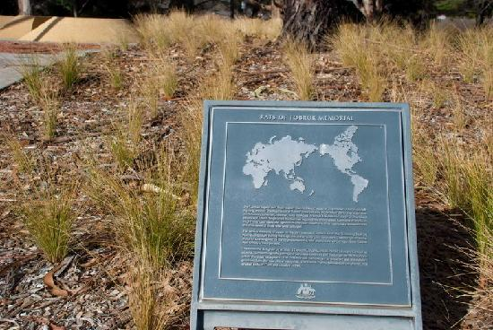 Rats of Tobruk Memorial: Plaque