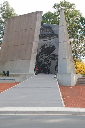 Australian Vietnam Forces National Memorial: Into the Memorial