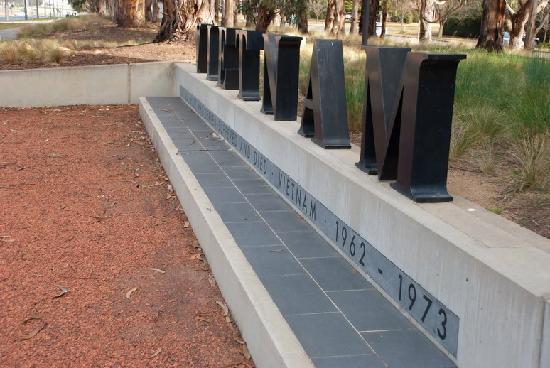 Australian Vietnam Forces National Memorial: Memorial title piece