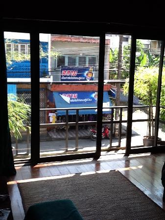 Ang Yee's Guest House: Bedroom window