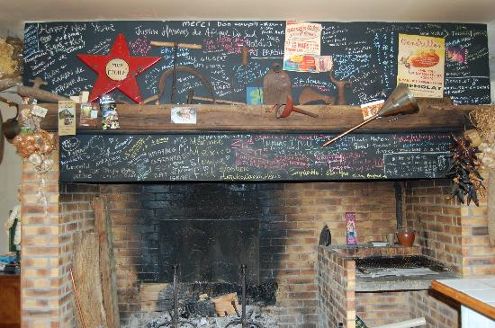 Les Truffieres: chalkboard inside with customer comments