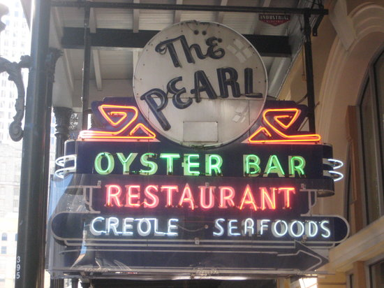 Pearl Restaurant & Oyster Bar: vanishing Americana