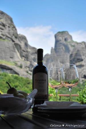 Dellas Boutique Hotel: Complimentary wine for our honeymoon, with scenic background