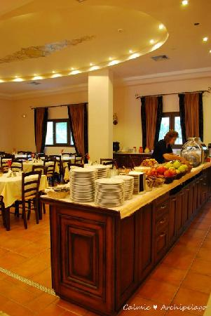 Dellas Boutique Hotel: Breakfast corner