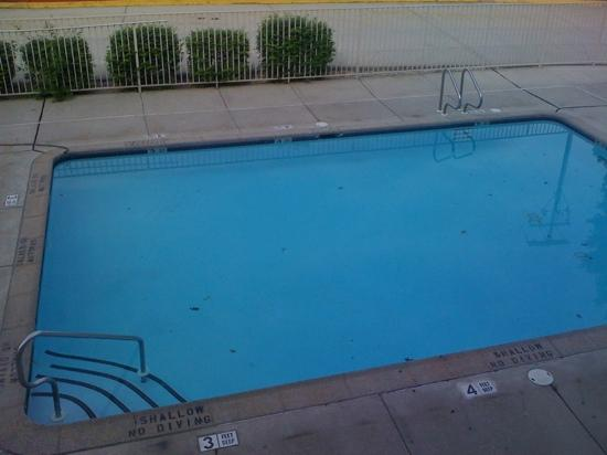 Motel 6 Harrisburg: not quite warm enough for pool