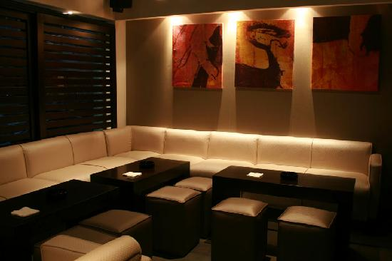 Koi lounge sushi bar beirut restaurant reviews phone for Aka japanese cuisine lounge
