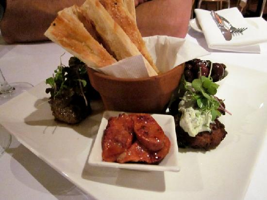 Meeka Restaurant : The mezza plate makes for a great starter